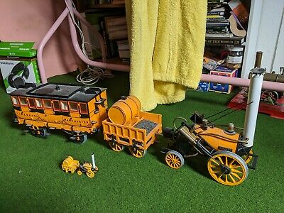 HORNBY LIVE STEAM STEPHENSON'S ROCKET LOCOMOTIVE & CARRIAGE And Small Matching M • 340£