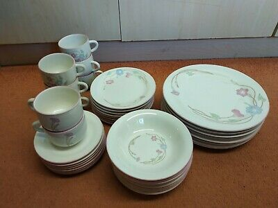 £8.95 • Buy Vintage Crown Dynasty Dinner Set 8 Settings Used But In Good Condition