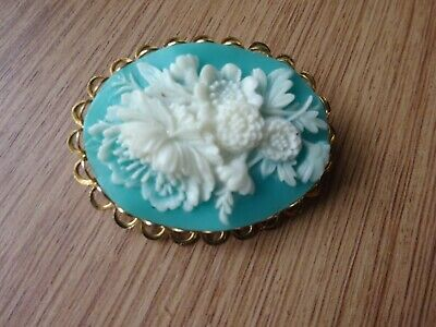 Lovely Vintage Faux Cameo Brooch-flowers • 1.04£