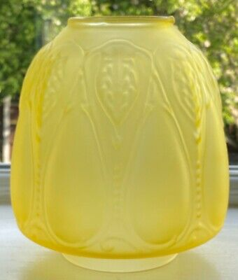 £39.99 • Buy Victorian Style Yellow Etched Opaque Glass Beehive Closed Tulip Oil Lamp Shade