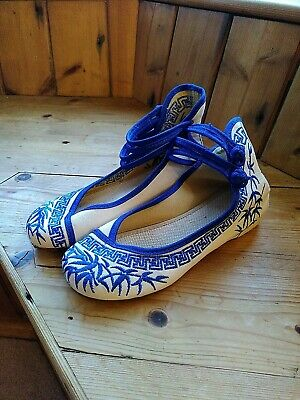 £8 • Buy Women's Shoes 4 Blue Embroidered Chinese Flat Sandals