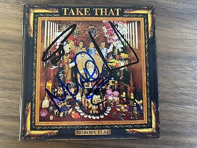 TAKE THAT - GARY BARLOW, HOWARD DONALD, MARK OWEN Signed NOBODY ELSE CD Cover • 149.99£