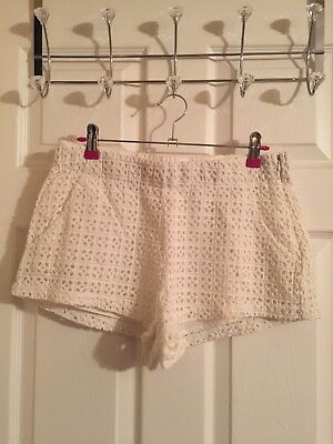 *VGC* ZARA Trafaluc Lace White Shorts UK Size S • 12£