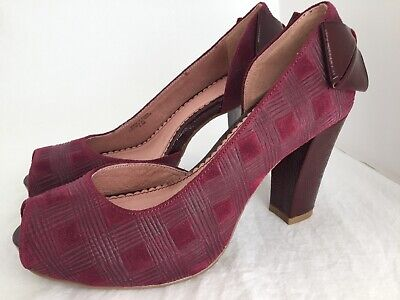 14f6665e74a79 MISS ALBRIGHT ANTHROPOLOGIE Malbec Suede Patent Open Toe Bow Heels Size 5.5  • 39.95$