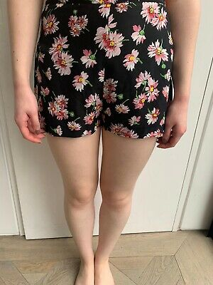 Topshop Premium Silk Shorts With Floral Print Size 8 • 12£