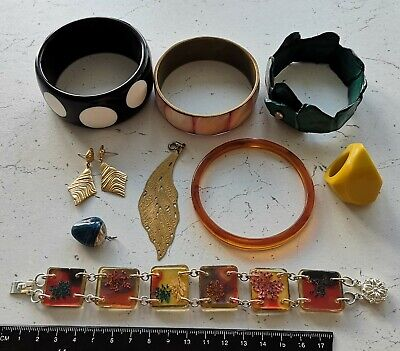 $ CDN1.31 • Buy Lot Of Vintage Jewelry Bracelets Earrings Ring Charms Plastic Mother Of Pearl