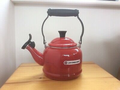 Le Creuset Traditional  Kettle Red Stove Top Kettle With Whistle. 1.1L Used Once • 21£