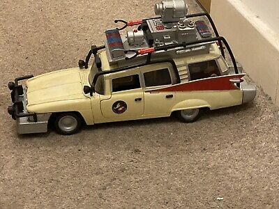 Extrmem Ghostbusters Ecto 1 With Sounds And Lights Used And 3 Figures • 10£