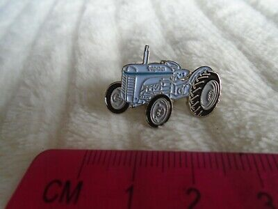 Ferguson Tractor Lapel Pin Badge  • 3£