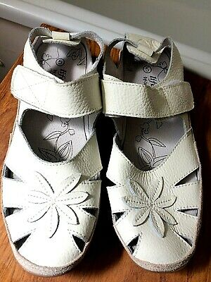 Lifestyle By Cushion Walk White Leather Top Velcro Strap Closed Toe Sandals 5 • 12.50£