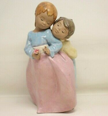$99.99 • Buy Lladro 2431  A Simple Gift  Boy & Girl With Flower Figurine 9  Tall *FREE SHIP*