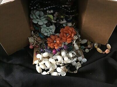 $ CDN12.41 • Buy Lot Of Necklaces Costume Jewelry Vintage Lot 5.1 LB