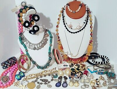 $ CDN92.27 • Buy Large Estate Vintage Costume Jewelry Lot. Clip On Earrings, Brooches, Rings, Etc