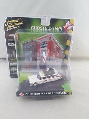 Ghostbusters  ECTO-1A Diecast Model Car With Firehouse Diorama Johnny Lightning • 23.99£