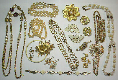 $ CDN7.48 • Buy Large Lot Of Vintage  Gold Tone Jewelry