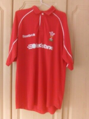 Wales Rugby Shirt. Reebok. M. P2P 23 Ins. Great Condition • 10£