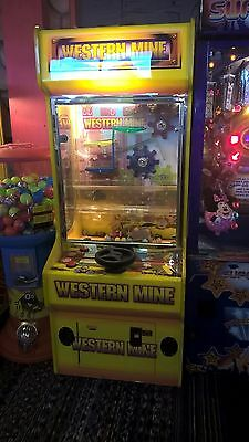 COIN OPERATED TICKET MACHINE KIDS ARCADE MACHINE Takes New £1 Coins • 650£