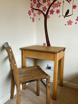 Childrens Old School Desk And Chair • 50£