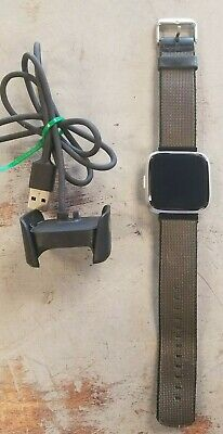 $ CDN92 • Buy Fitbit Versa Lite Edition Smartwatch Model FB415