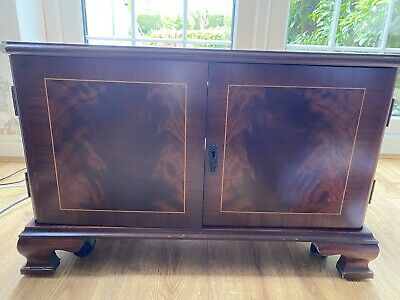 Traditional Mahogany Veneer TV Cabinet • 5£