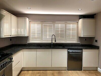Cream High Gloss Handless Kitchen With Granite Top And Appliances • 2,550£