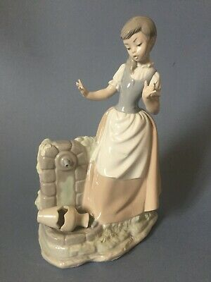 Nao 'Girl With Broken Jar (Oh, My Goodness!) - 223G - Large Retired • 6.50£