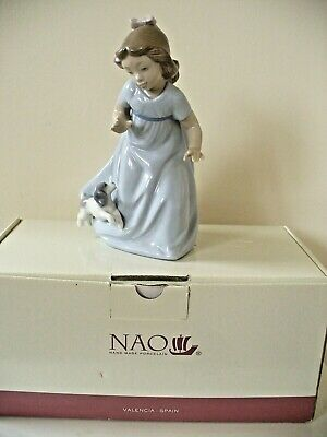 Lladro Nao Figure Of  Girl Running With Puppy -boxed. • 10£