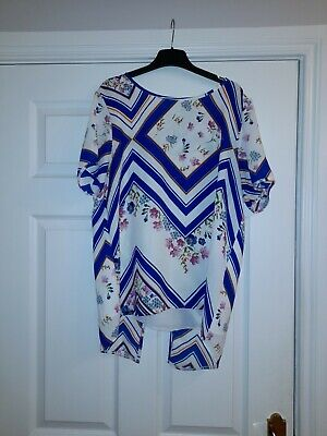 Ladies Top Size 12 With Floral Print • 4.95£