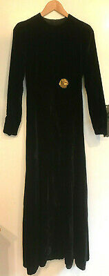 Vintage Long Black Velvet Coat Size 6-8 • 75£