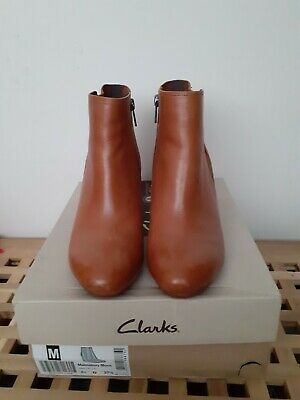 Clarks Tan Leather Ankle Boots Size 4.5 (37.5) Wedge Malmsbury Moon Chelsea Boot • 25£