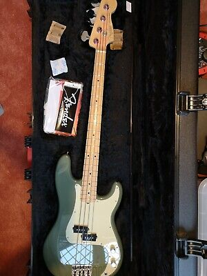 Fender American Professional P Bass Antique Olive • 1,250£