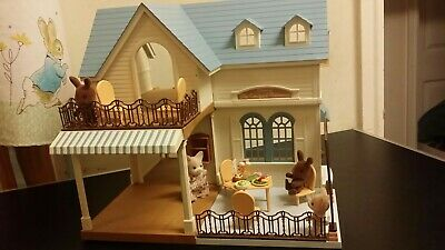 Sylvanian Family Decorated Courtyard Restaurant Fully Furnished 2 Family Figures • 89.99£