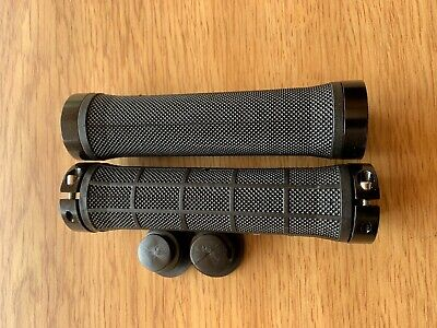 AU6.50 • Buy Dual LOCK ON GRIPS, Alloy Rings, Scooter / Bicycle Grips, MTB / BMX / Fixie Blk