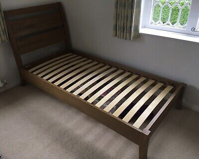 Excellent Pair Of Willis & Gambier Medium Oak Single Beds Guildford Pick Up Only • 299£
