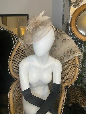 Beige Bow Fascinator Visior With Feather Details • 6£