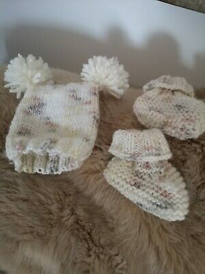 Hand Knitted Baby Hat And Booties • 5.99£