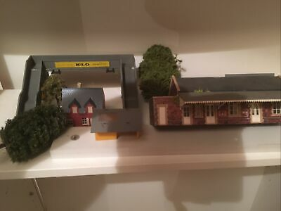 Hornby Triang Foot Bridge /station /tress/ Hut Station With Canopy .cottage • 20£