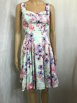 AU20 • Buy Forever New Size 6, Pretty Floral Dress