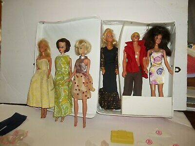 $ CDN35.59 • Buy Awesome Vintage Barbie Carry Case W/ Dolls-clothing-shoes- Rare Wallet-hangers