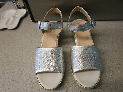Ladies Clarks Collection Ultimate Comfort Silver Metallic Wedge Sandals Size 7 • 15£