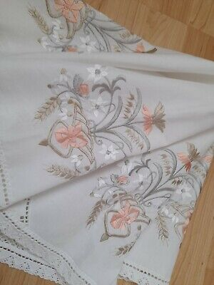 Vintage Style Embroidered Lace Cornered Tablecloth  • 4.99£