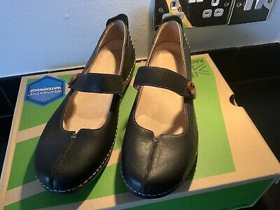 Ladies Shoes Size 7 With Arch Support • 10£