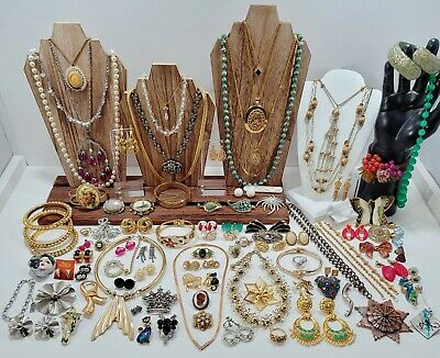 $ CDN1.25 • Buy Vintage Estate Costume Jewelry Lot. Necklaces, Brooches, Bracelets, Designers