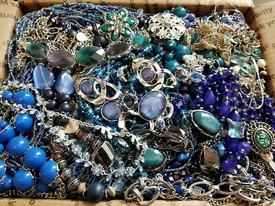 $ CDN71.05 • Buy HUGE 14 Lbs Vintage Mod Wearable Jewelry LOT Necklaces Bracelets Brooches Rings+