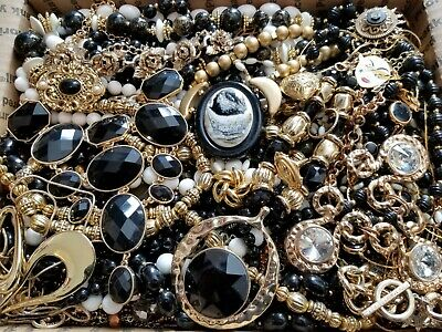 $ CDN55.82 • Buy HUGE 14 Lbs Vintage Mod Wearable Jewelry LOT Necklaces Bracelets Brooches Rings+