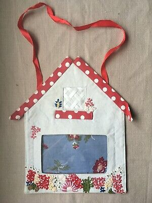 £6 • Buy Handmade Floral Fabric Embroidery Photo Frame Hanging *Very Pretty Floral*