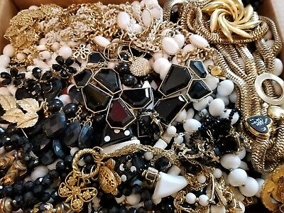$ CDN107.96 • Buy HUGE 14 Lbs Vintage Mod Wearable Jewelry LOT Necklaces Bracelets Brooches Rings+