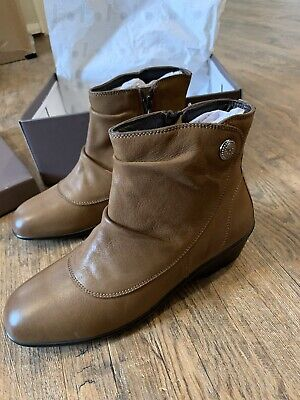 Tan Leather Boots, Size 5 • 20£