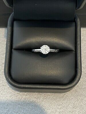 £650 • Buy 18ct White Gold 0.66ct Diamond Solitaire Ring