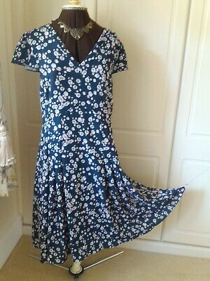 £20 • Buy Navy Floral Dress From Laura Ashley - Size 16